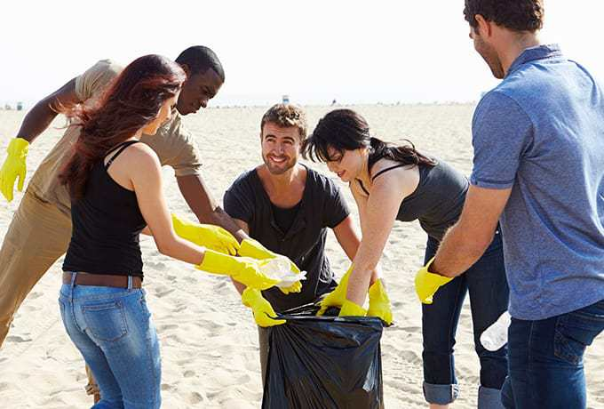 Clean Up Australia Day Volunteers helping to clean up a beach