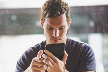 Man using ReMinder Suicide Safety plan app